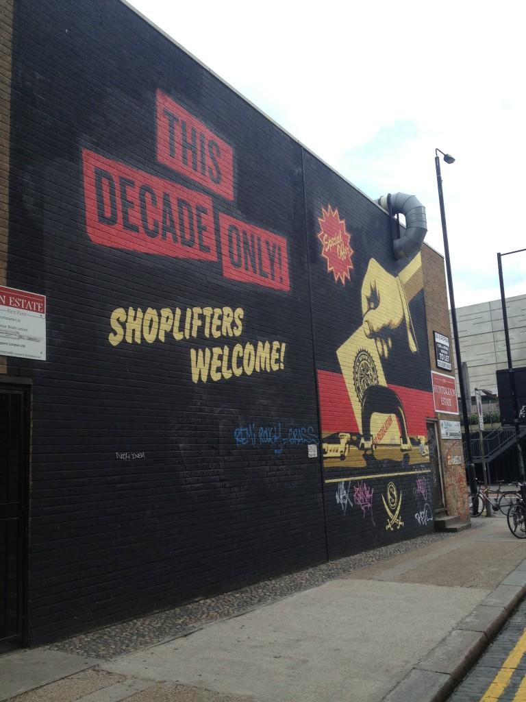 Shoplifters streetart